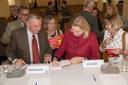 """Karin Kneissl signiert """"Wachablöse - unterwegs in eine chinesische Weltordnung"""""""